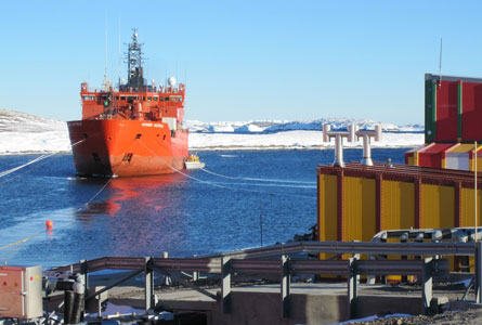 Ship-at-Mawson-Feb-2012